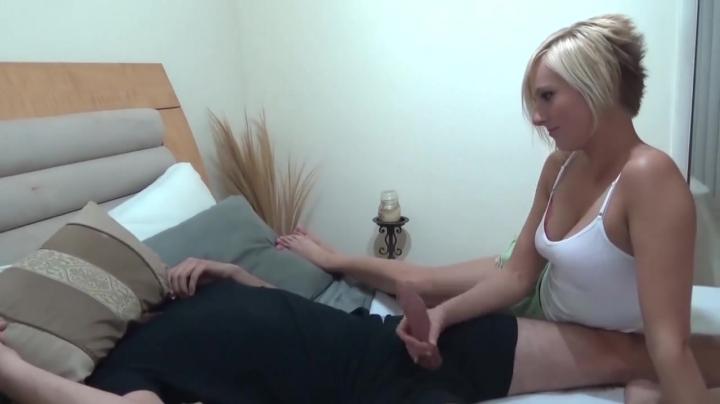 В сексе блондинка и большой член ее брата отлично поладили