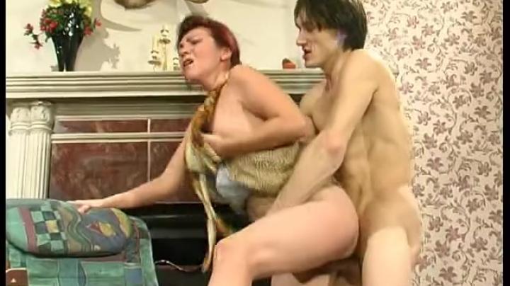 Опытная русская мать старушка обучает своего сына ебаться с женщинами на своем примере